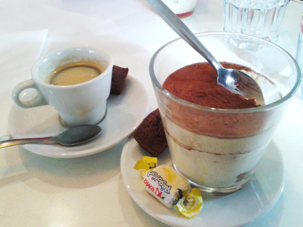 Le café gourmand du Paname (avant il était mieux présenté dans les assiettes spéciales café gourmand mais elles ont mystérieusement disparues il y a quelques mois déjà)