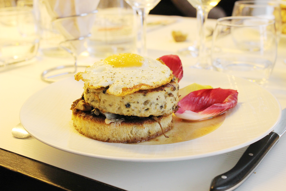 plat : hamburger-omelette - photo @Audrey