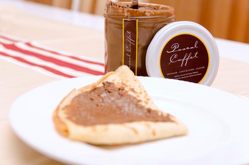 Pâte à tartiner de Pascal caffet sur mes crêpes maison - Photo © Crookies