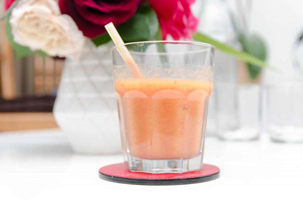 Smoothie vitaminé à la mangue, banane, fraise gariguette et orange - Photo © crookies