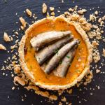 Tarte à la carotte et aux sparts (petites sardines) fumés de la marque Parallèles - Photo © Crookies