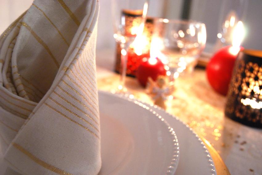 Serviette de table à fil doré - Monoprix. Photo ©Crookies