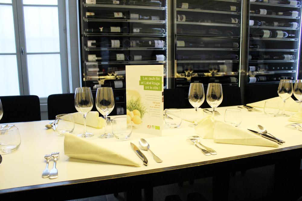 table et salle du Coq Rico - repas Label Rouge