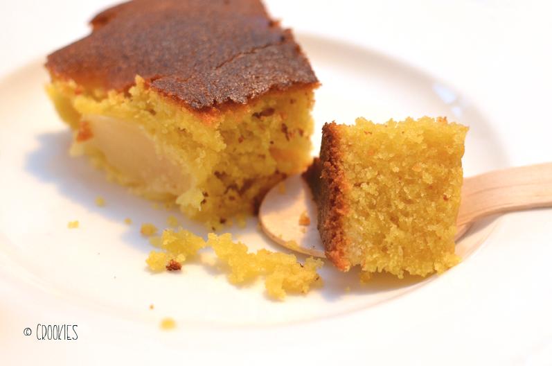 Zoom sur la texture moelleuse du gâteau aux nectarines - © Crookies