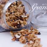 Granola maison (ou muesli croustillant) aux 5 céréales, noisettes, amandes, raisins secs et pépites de chocolat - © Crookies