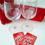 Le kit Bordeaux fête le vin (verre, sacoche de rangement du verre et carte) - Photo © Crookies