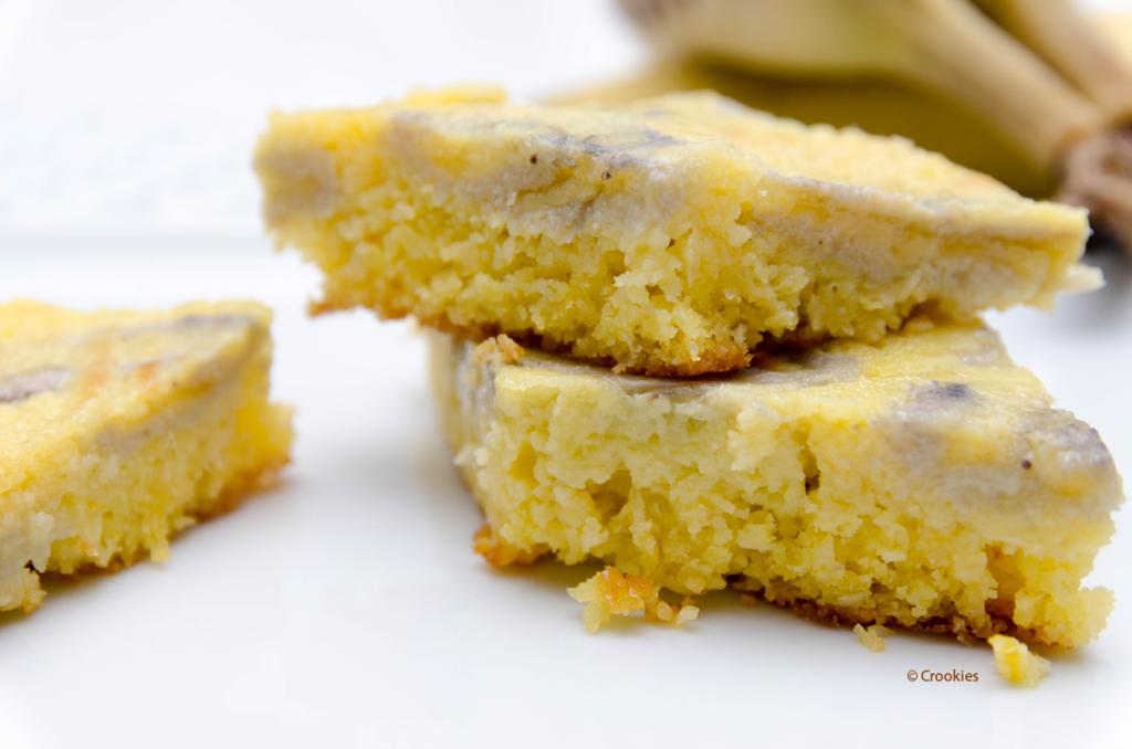 Zoom sur une part du gâteau renversé que j'ai découpé en losanges - Photo © Crookies