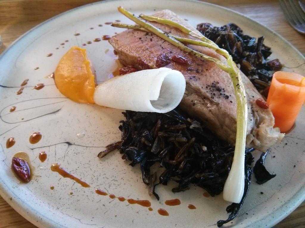 Le mignon de porc aux trompettes de la mort et riz noir du symbiose - Photo © Crookies