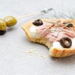 Tartelette thon en conserve, mozzarella et olives noires - Photo © Crookies